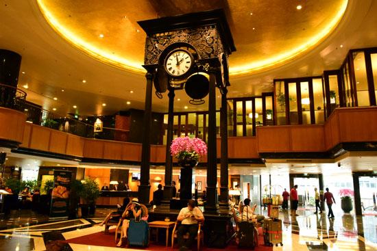 フロント前には、大きな時計があり、雰囲気の良い素敵な時計が!